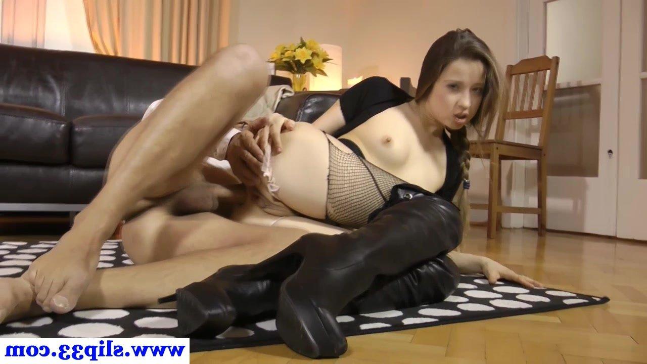 Пленительная девчуга трахается в жопу с дядей со спермой на лицо, порно видео бесплатно ГИГ ПОРНО